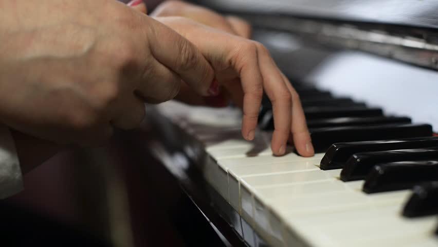LEZIONE di PIANOFORTE – singola o individuale?